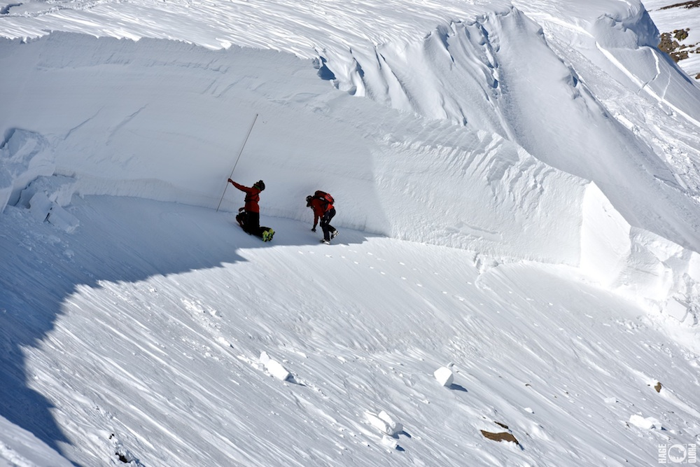 Avalanche-fracture-line